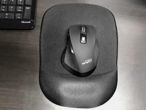 EPSKY 2.4Gワイヤレス エルゴノミクスマウスG-526をレスト付きのマウスパッドに設置