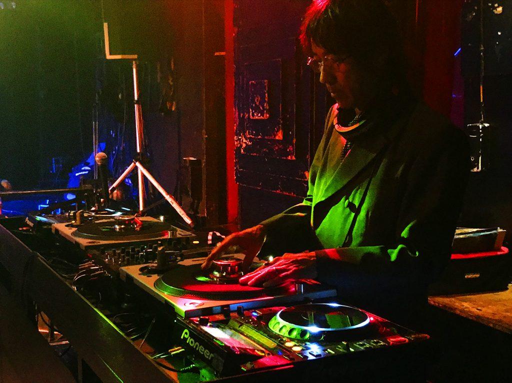 ロックDJ/Liveパーティ NUGGETS DJ 黒田マナブ