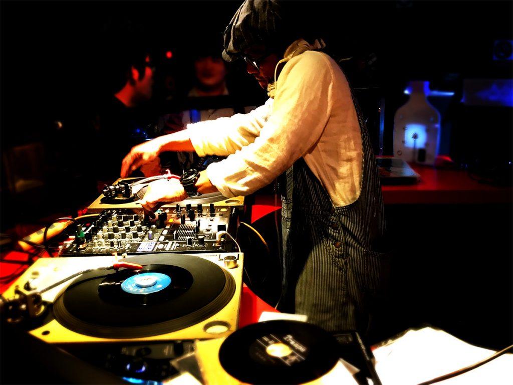ロックDJ/Liveパーティ NUGGETS 1F ラウンジ DJ 1F ラウンジ DJ