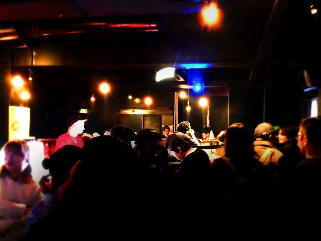 ロックDJ/Liveパーティ NUGGETS ラウンジ の様子