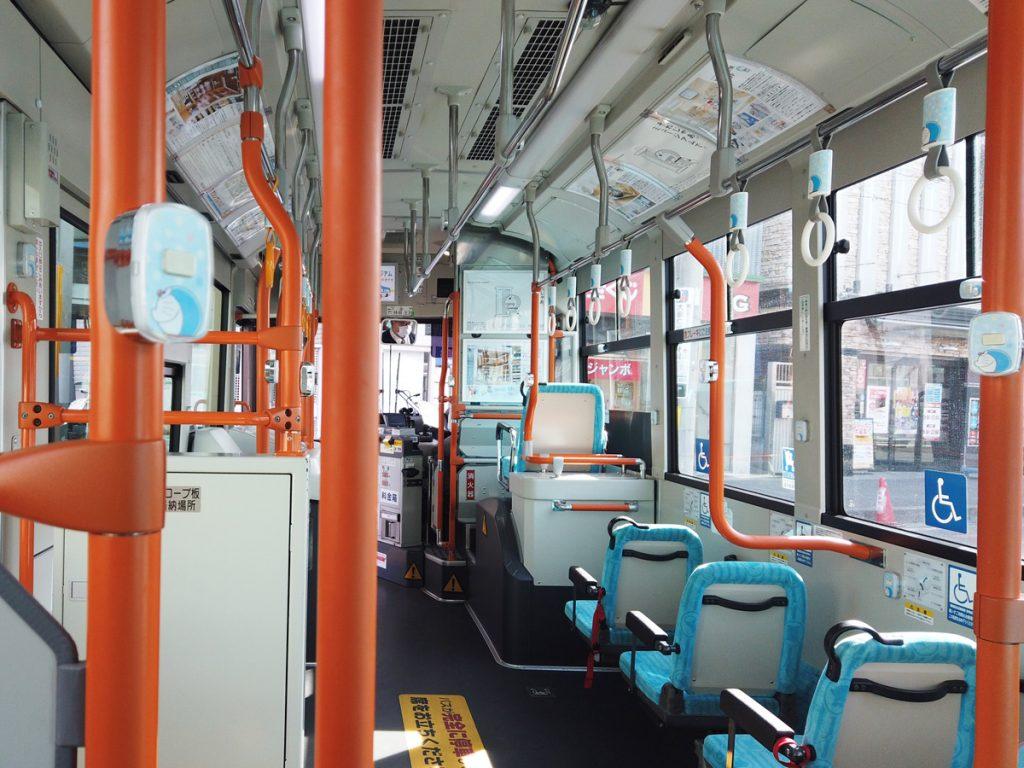 バス車内にもキャラクターが!