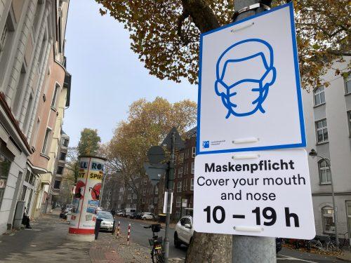 ドイツ 10時から19時の間 マスクの着用が必須であることを示す標識