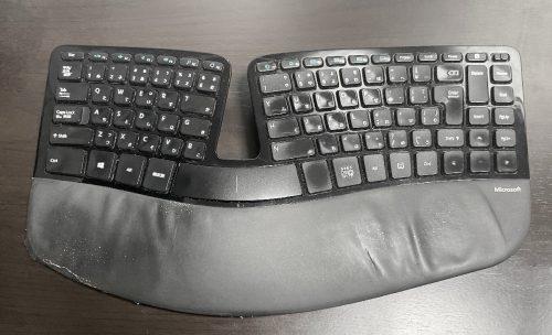 掃除したい……キーボード。 うわー……。Microsoft Port 5KV-00006
