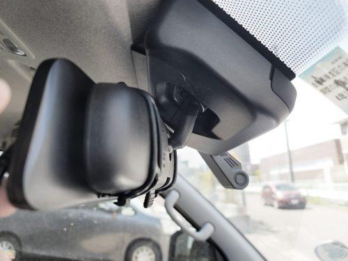 AUTO-VOX X6 ドライブレコーダー本体はゴムバンド2箇所で固定するだけ