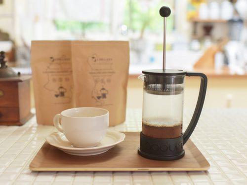 フレンチプレスでCBDコーヒーを抽出中