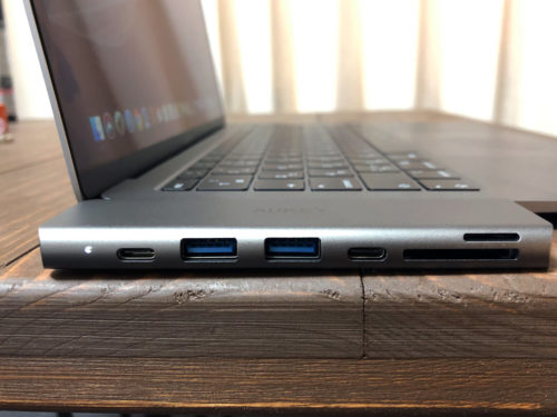 AUKEY『CB-C76』はMacBookとの相性バッチリ。厚みも程よい