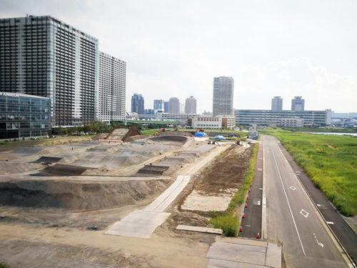 建設中の東京オリンピックのBMX競技コース