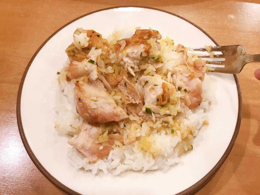 サイゼリア 若鶏のディアボラ風をライスON、そして混ぜる!