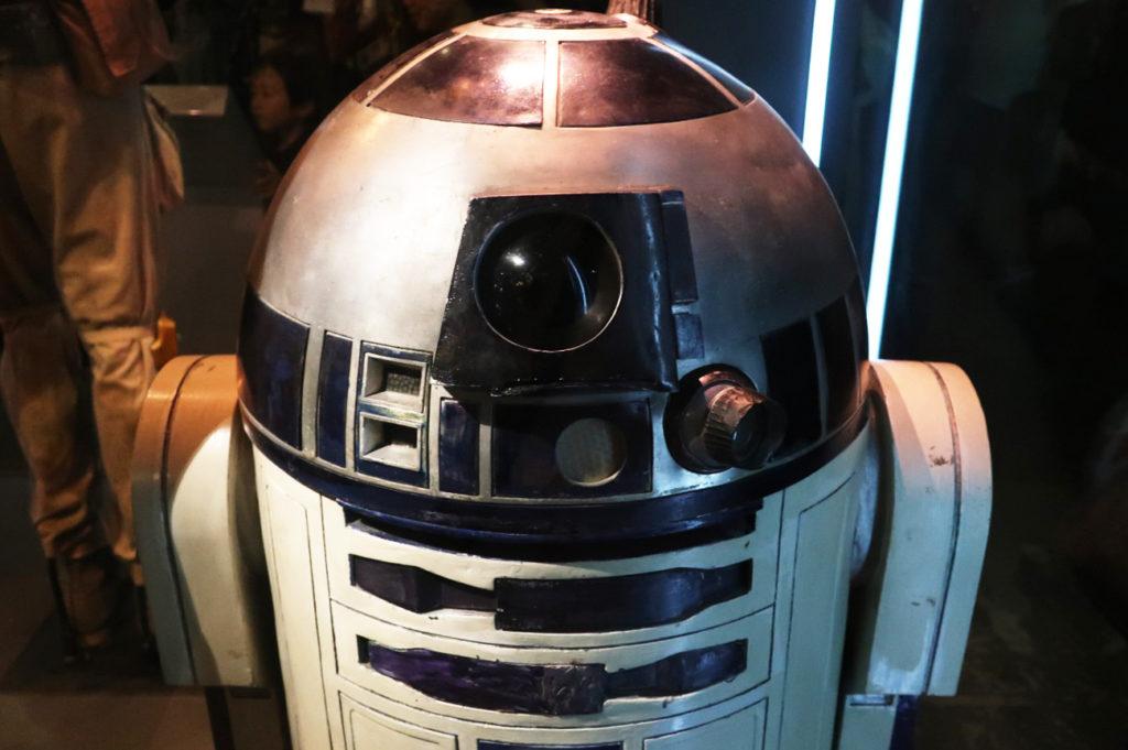 『スターウォーズアイデンティティーズ ザ・エキシビション』大人気の R2-D2