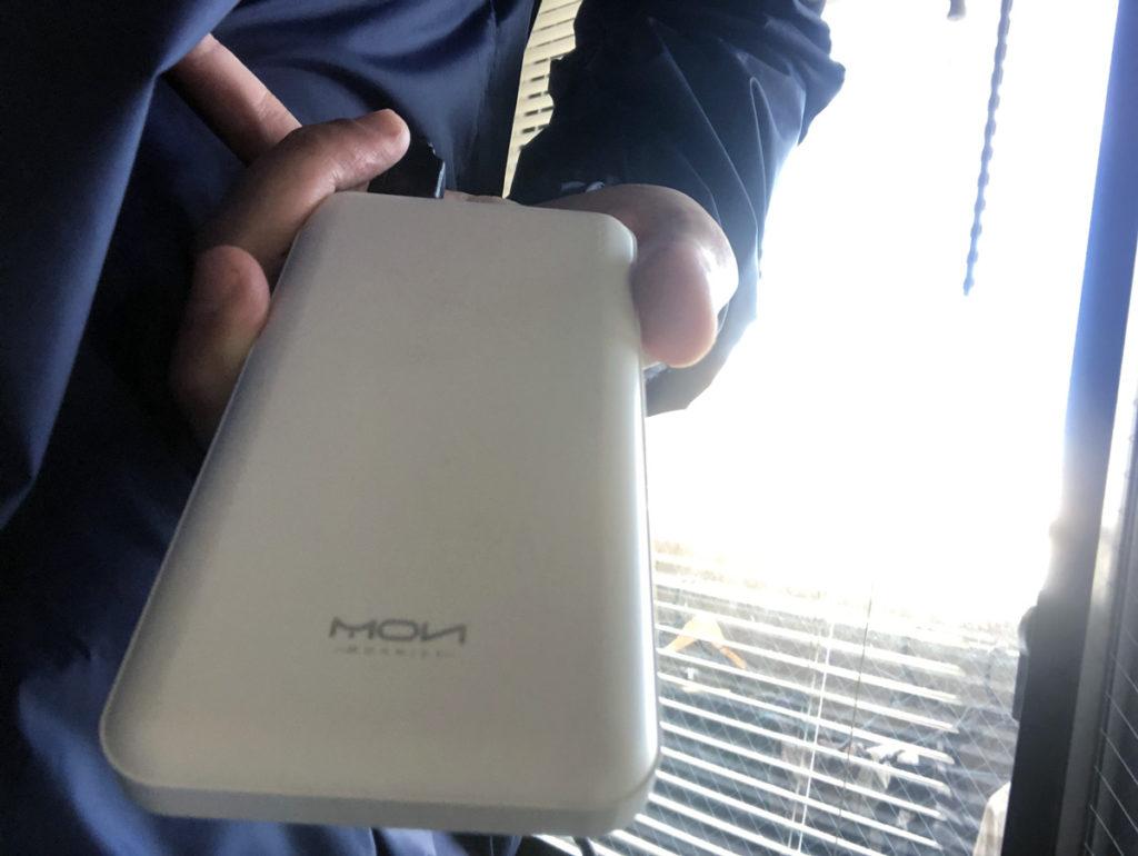 Vinmoriの空調服にMOXNICEのモバイルバッテリーを装着して使用中